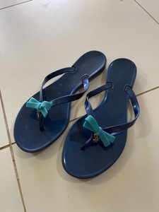 Used Guess rubber flip flop  in Dubai, UAE