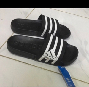 Used Adidas slippers 45, (sizes 40-45) in Dubai, UAE