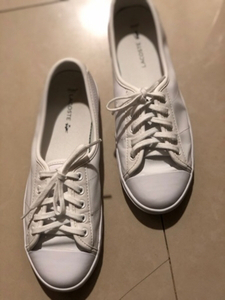 Used Lacoste leather sneakers US 6 in Dubai, UAE