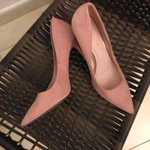 Used pink velvet pump size 37  in Dubai, UAE