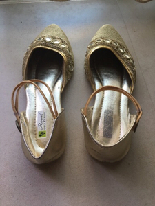 Used Flat golden shoes  in Dubai, UAE