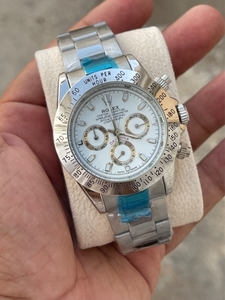 Used Rolex Daytona silver chronograph  in Dubai, UAE