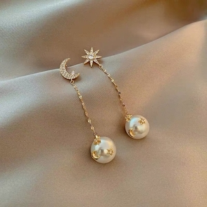 Used Moon and earrings in Dubai, UAE