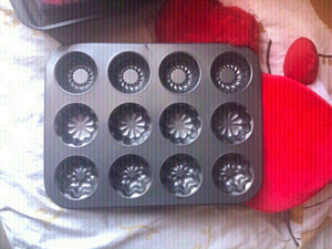 Used non-stick cupcake pan with 3 style🧁 in Dubai, UAE