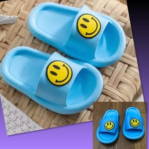 Used SMILEY FACE KIDS SLIPPER/28-29 in Dubai, UAE