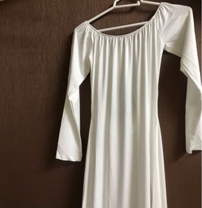 Used White dress 👗 size (M) new in Dubai, UAE