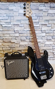 Used Bass guitar - Fender squire with amp. in Dubai, UAE