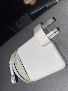 Used Compatible apple charger 16.5v Lpin in Dubai, UAE