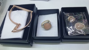 Used Avon Accessories Set in Dubai, UAE