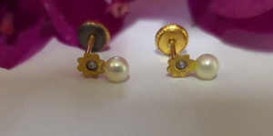 Used 10K Gold tiny kids studs  with pearl New in Dubai, UAE