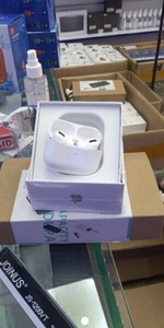 Used Apple Airpods Pro White Master Copy in Dubai, UAE