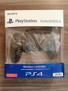 Used PS4 ORIGINAL CONTROLLER SONY NEW in Dubai, UAE