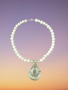 Used Silver fresh water pearl necklace in Dubai, UAE
