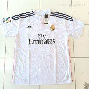 Used White flyemirates tshirt in Dubai, UAE