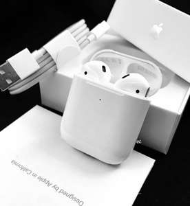 Used APPLE AIRPODS 2 FREE COVER HURRY/🎊💯 in Dubai, UAE