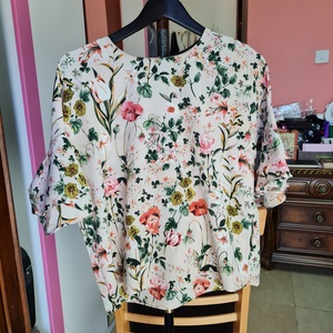 Used Uk 12 red tag floral top in Dubai, UAE