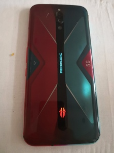 Used Red magic 5g With Box NEED MONEY URGENT in Dubai, UAE