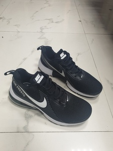 Used Nike Air Presto shoes size 43 new in Dubai, UAE