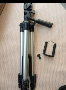 Used TRIPOD STAND 3110 for travel in Dubai, UAE
