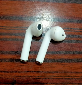 Used Airpods copy offer in Dubai, UAE