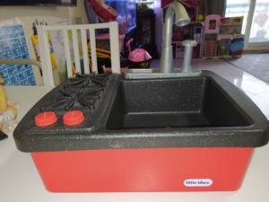 Used Little tikes play sink toy-  add water in Dubai, UAE