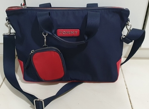 Used Authentic tommy hilfiger bag like new in Dubai, UAE