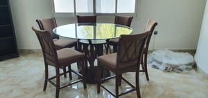 Used Round Dining table with 6 chairs in Dubai, UAE