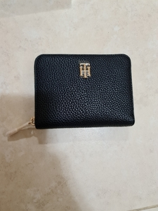 Used New Tommy Hilfiger wallet in Dubai, UAE