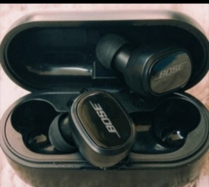 Used BOSE BIG BASS SOUND TWS6 EARBUDS, 🎉 in Dubai, UAE