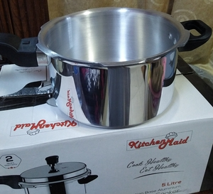 Used Pressure cooker 5 litre in Dubai, UAE
