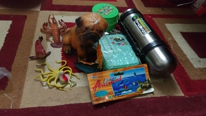 Used Hot and cold water bottle 1 lunch box an in Dubai, UAE