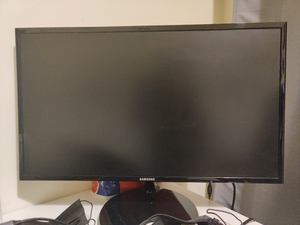 Used Samsung 22 inch computer screen in Dubai, UAE