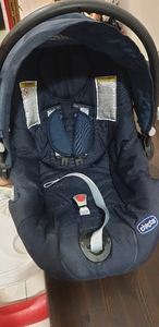 Used Chicco car seat 0-2 yrs in Dubai, UAE