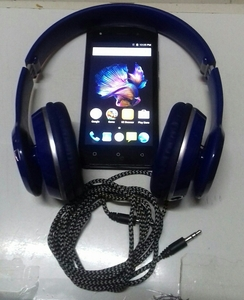 Used ORIGINAL LAVA SMRT PHONE& HEADSET (2PCS) in Dubai, UAE