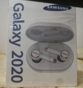 Used SAMSUNG GALAXY AIRPODS 2020 NEW ONE in Dubai, UAE