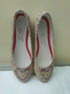 Used ladies low leather  fashion shoes in Dubai, UAE