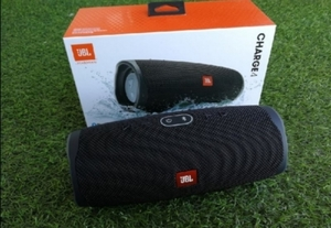 Used JBL CHARGE 4 BEST SPEAKER NEW BOX in Dubai, UAE