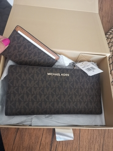 Used Michael kors wallet with card holder in Dubai, UAE