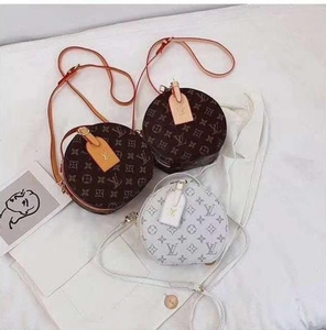 Used Cute High Quality  LV Body Pouch in Dubai, UAE