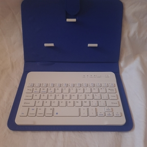 Used Bluetooth keyboard leather case in Dubai, UAE