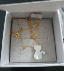 Used 18k real gold and MOP necklace 40cm leng in Dubai, UAE