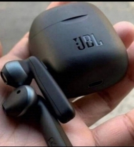 Used JBL TUNE120. WIRELESS EARPHONES. M in Dubai, UAE