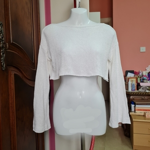 Used Originl us White crop top in Dubai, UAE