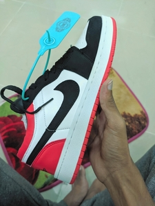 Used Nike Jordans Red size 40. New in Dubai, UAE