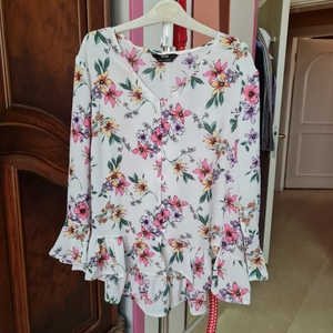 Used MAX floral white uk8 fullsleeves top in Dubai, UAE