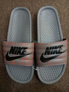 Used Nike slippers in Dubai, UAE