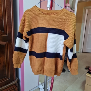 Used Size M knitted longsleeves yellow top in Dubai, UAE