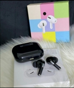 Used Airpord pro.. Wireless Air3 best deal in Dubai, UAE