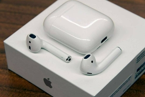 Used Apple white color airpods 2 wiress in Dubai, UAE