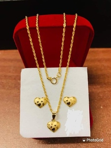 Used 18k Italy Gold Earrings and Necklace Set in Dubai, UAE